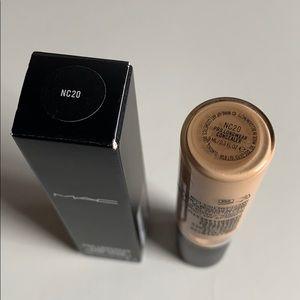 MAC Cosmetics Makeup - Mac concealer in nc20